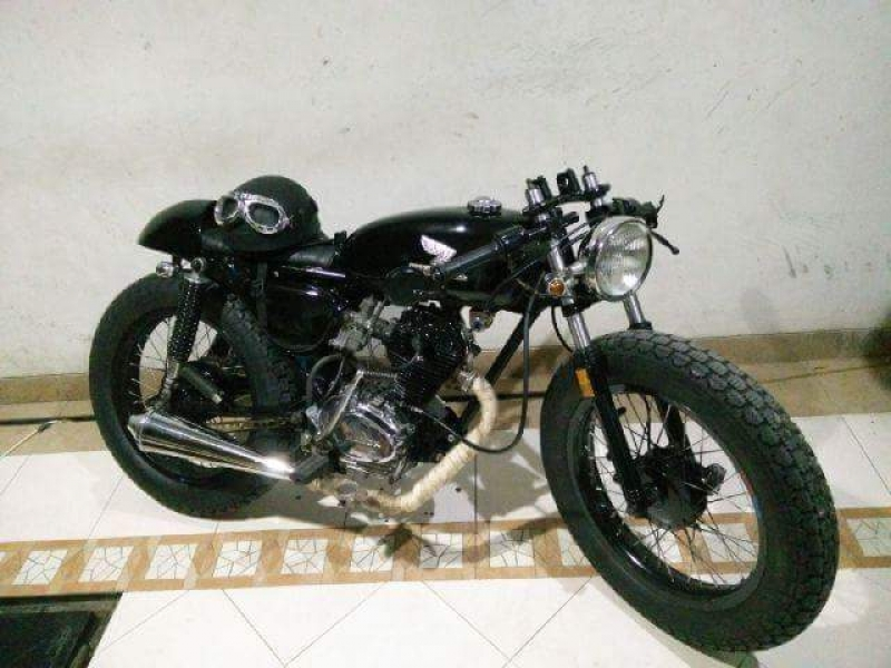 Honda CB 100 1976 Cafe Racer Simple And Good Looking Like A Black Sweet Coffee