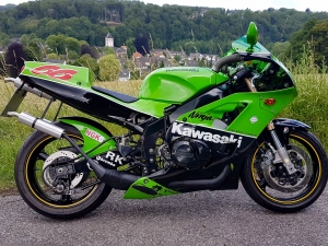 ZXR400 with H2 two stroke…